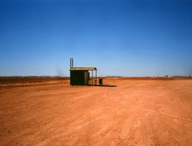 This interesting toilet in Australia is in the middle of nowhere. It's 1300km from Brisbane, 1400km from Adelaide and 1700km from Sydney