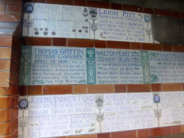 Postman's Park in London is a memorial to those who lost their life during heroic acts and it's just one example of cool hidden London things to search out. Here's 15 more...