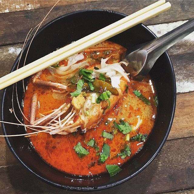 When I asked the staff at my hotel to recommend their best cheap eats in Bangkok near the hotel, they sent me Pee Aor for a bowl of their famous Tom Yum soup.