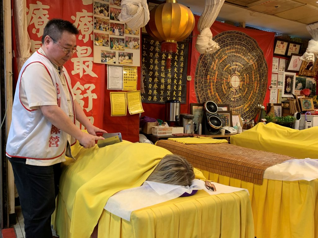Knife massage is a traditional type of massage in Taiwan carried out with two blunt cleavers. Here;s what it feels like and where you can give it a try.