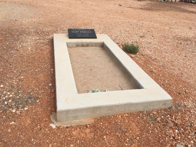 simple grave in Coober Pedy cemetery