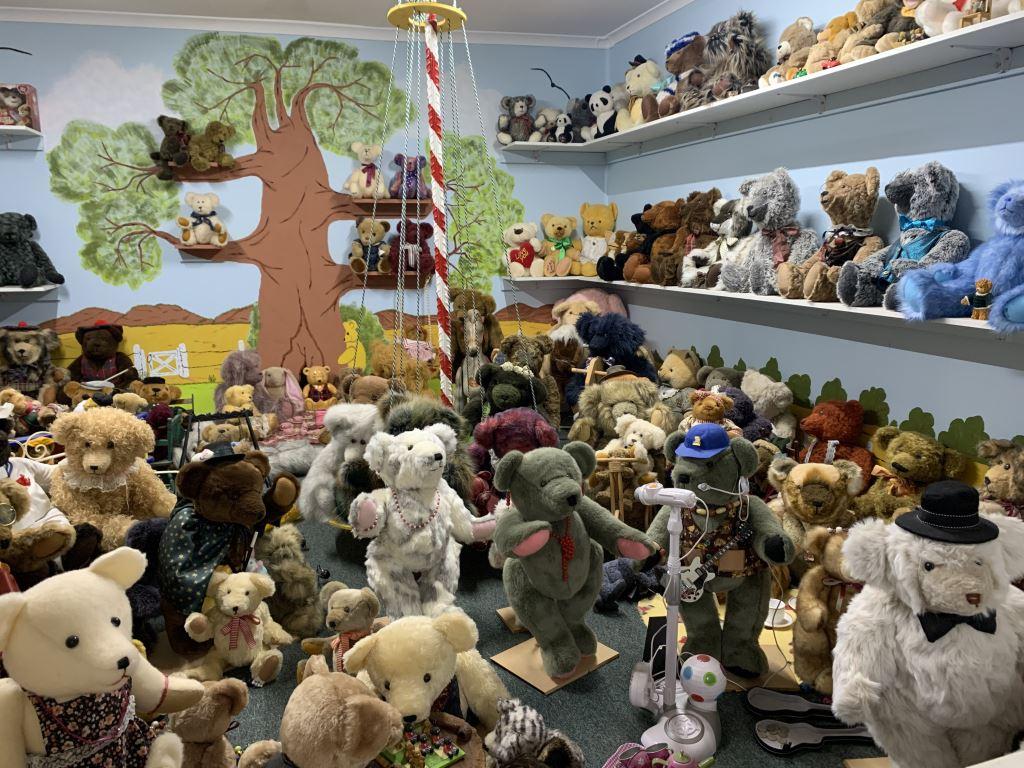 room full of teddy bears
